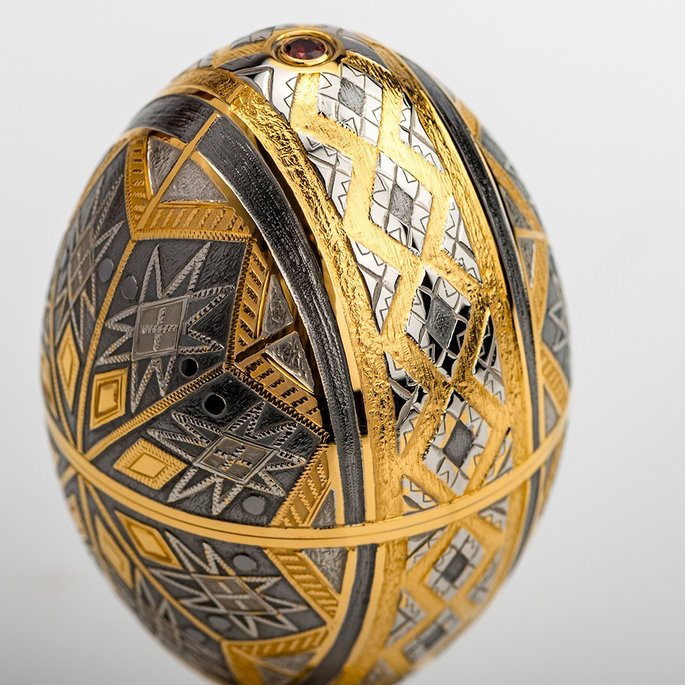 Handmade jewelry egg with hand engraving and coating of precious metals - gold and rhodium.