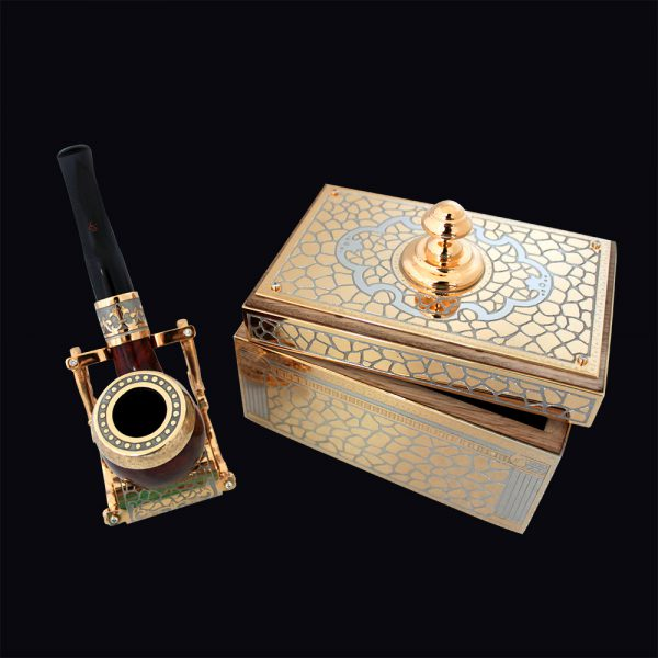 Gift set of smoking pipe and box for tobacco. Handwork