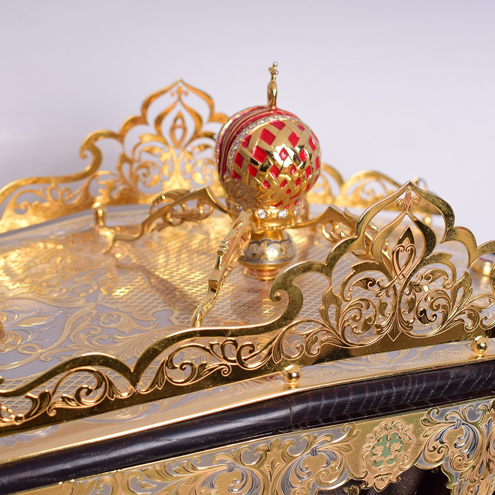 Handmade carriage decorated with a crown on the roof. Jewelry work of Zlatoust masters