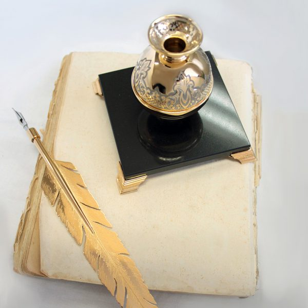 Gold pen with inkwell