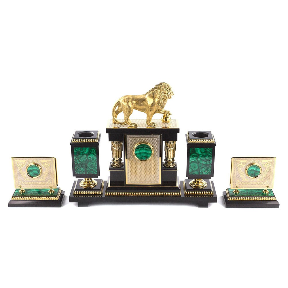 Office suite - Leo. A medium sized writing set made of natural stone with a golden lion statue.