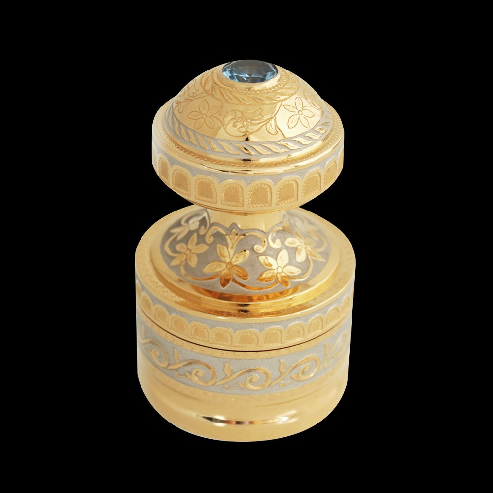 Handmade gold stamp decorated with hand engraving. The handle is decorated with a large crystal