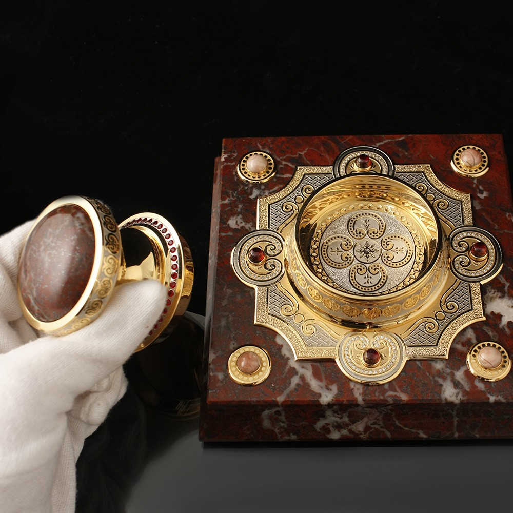 A luxurious gift for the king - handmade gold stamp on the basis of natural stone