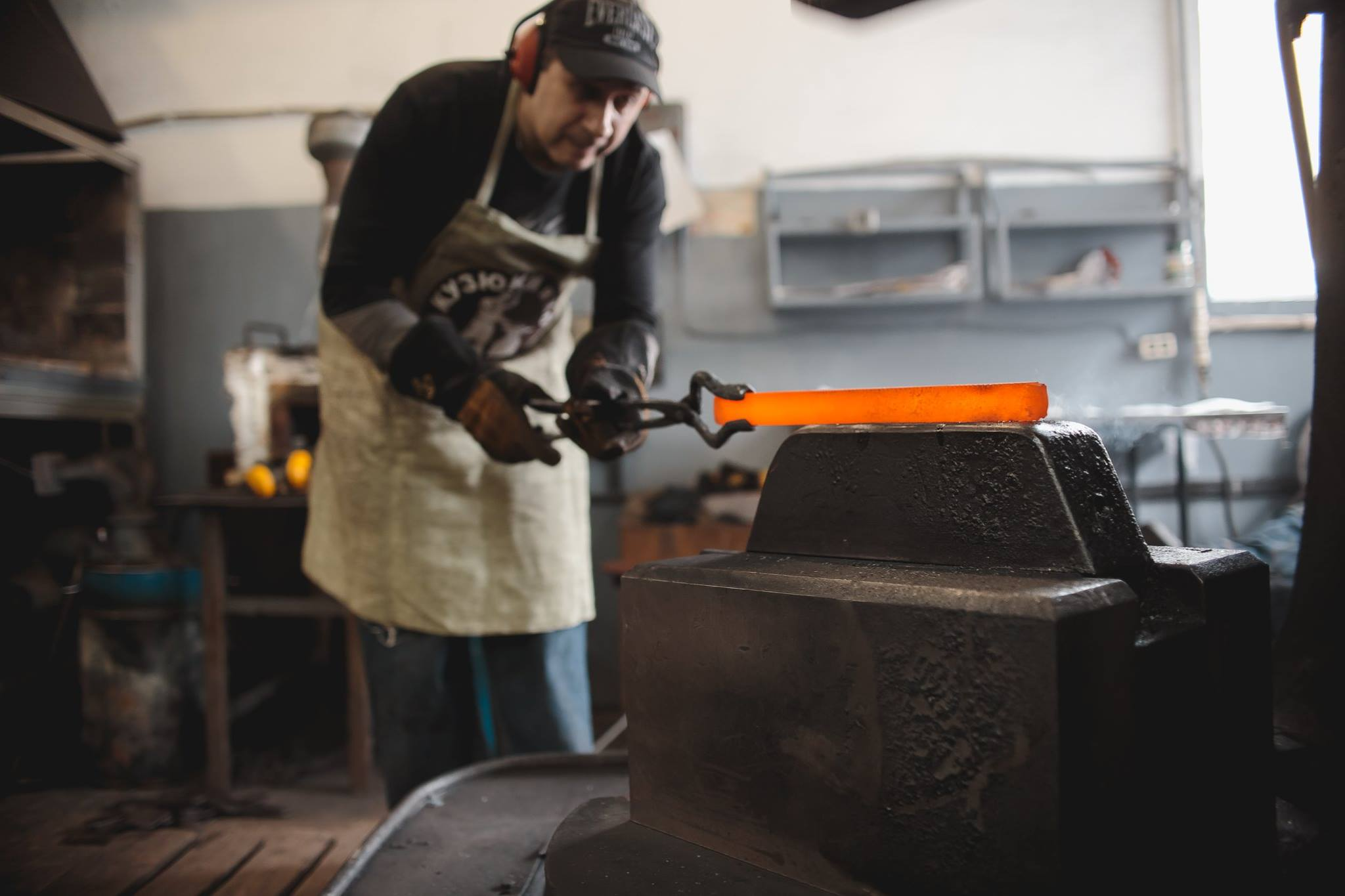 When forging, the blade steel heats to a ductile state (950-1100 degrees Celsius). Then it is shaped with a hammer closely resembling the final shape.